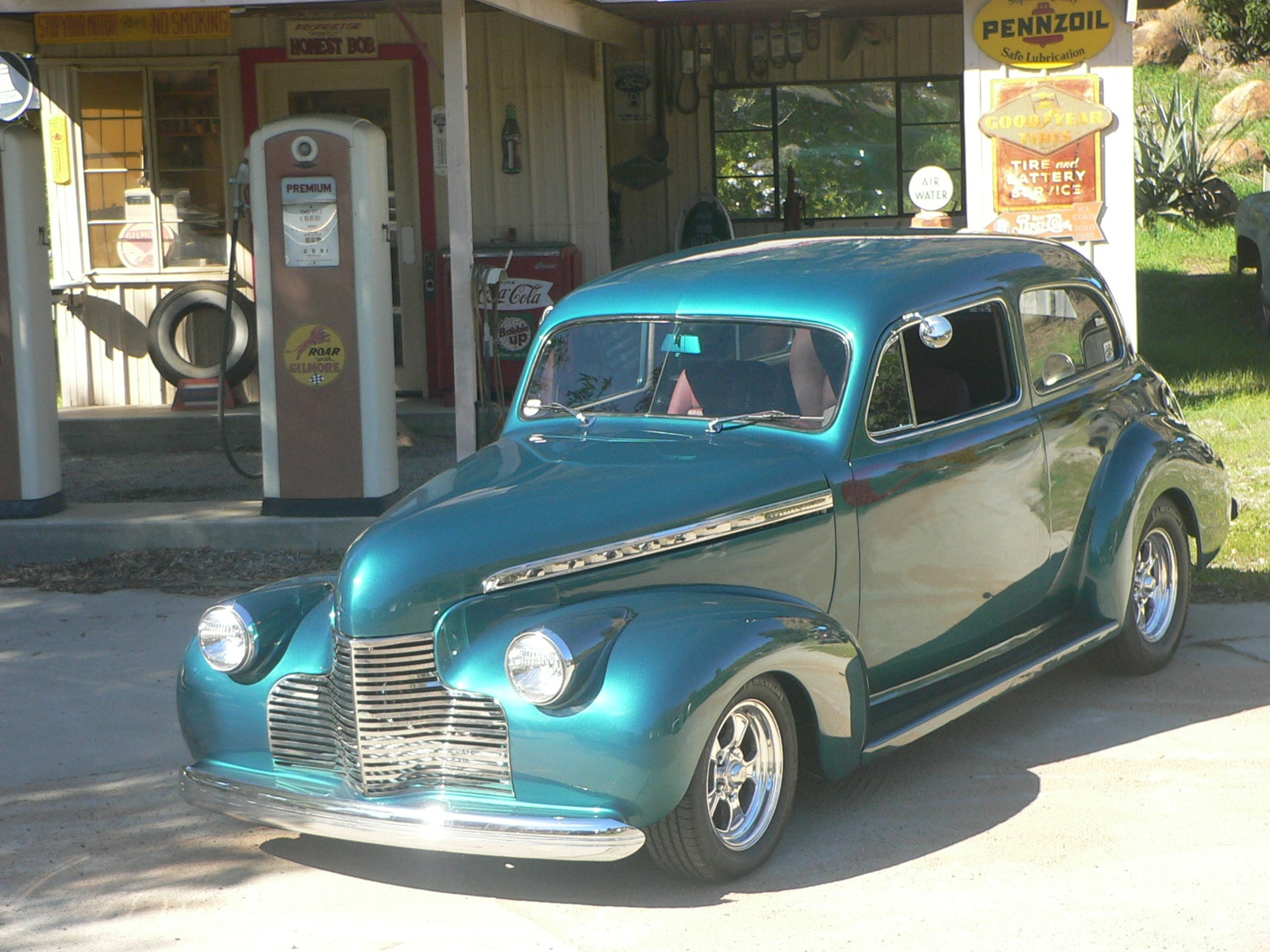 MIKE NEWELL'S '40 CHEVY 2 DOOR SEDAN - Over The Hill Gang